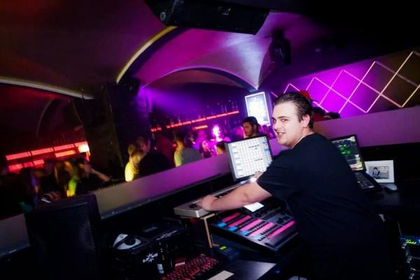 Christian am LJ-Set im Club Monkeyz